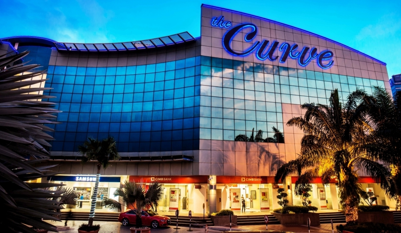 The Curve Mall Kuala Lumpur is a gleaming shopping centre in Petaling Jaya that stands out from the rest of the competition thanks to its quaint weekly flea market and range of non-retail activities.