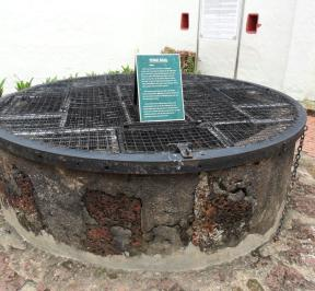 Hang Li Poh Well