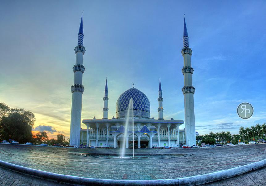 Sultan Salahuddin Abdul Aziz Shah Mosque Gowhere Malaysia