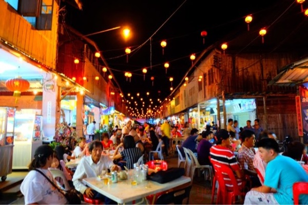 Siniawan-Night-Market-1-e1447814652323.jpg